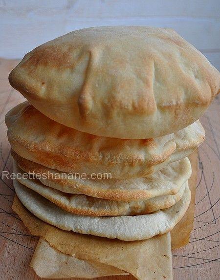 Un pain excellent pour faire des sandwichs (crudités kefta, ou kebab…), le pain pita est très consommé dans certains pays du Moyen Orient, surtout au Liban.. Si comme moi vous avez du mal a en trouver près de chez vous, voici une recette simple pour le...