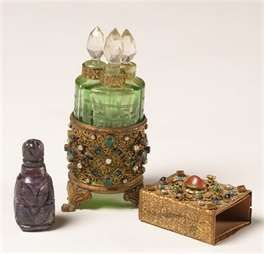 ANYTHING TO GIVE FOR EVERYONE: 25 Unique And Antique Perfume Bottles