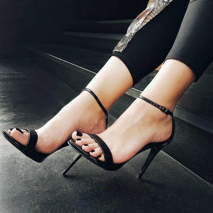 Rachael Leigh Cook Ageless in Steve Madden 'Stecy' Sandals