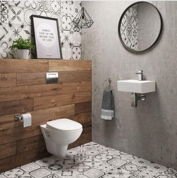 Ein modernes Badezimmer mit Designer-Hängetoilette – Luxusbad