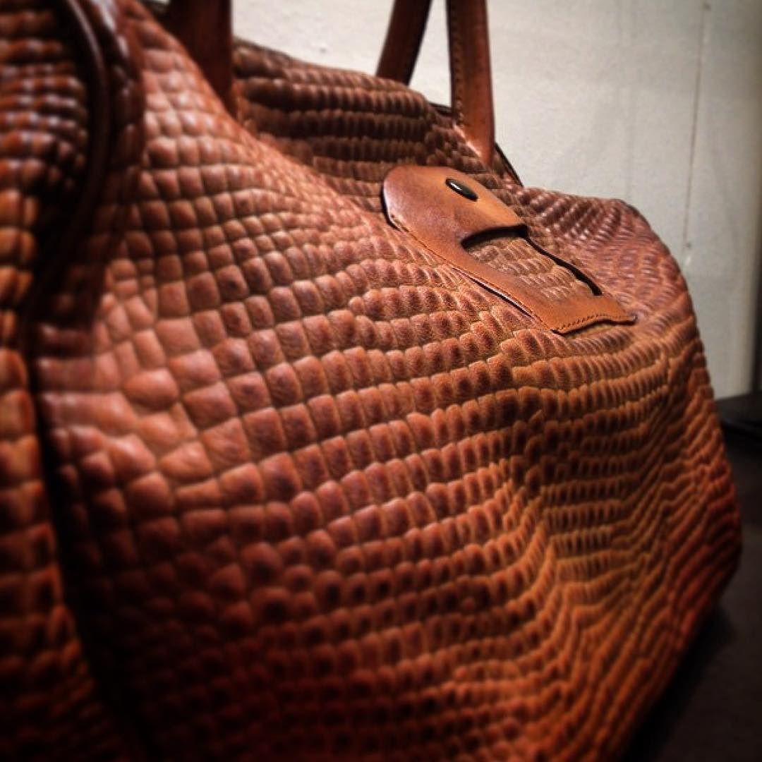 Habéis visto los nuevos bolsos de @numero10_bags? Ya los tenemos en nuestras tiendas físicas y son IMPRESIONANTES! #brussosaselection #leathergoods #handbags #handmadeinitaly #shopbcn #shoplocal #bcnshopping #bcnshoppingline