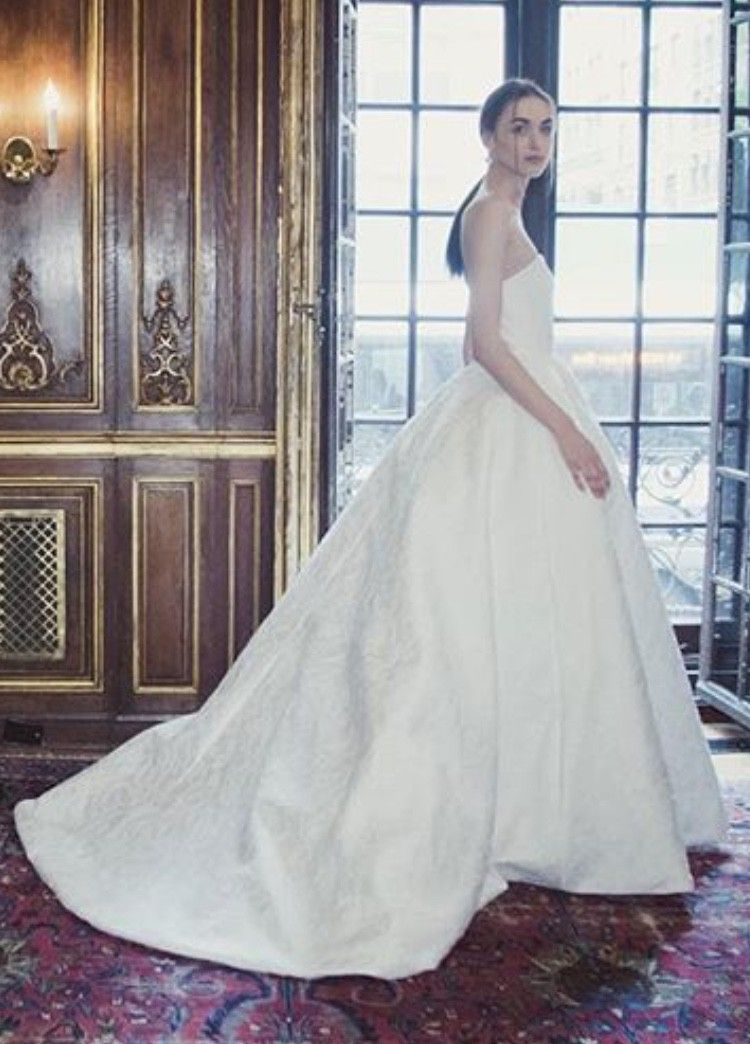 Oscar De La Renta London Used Wedding Dress On Sale 43 Off Stillwhite Wedding Dresses Used Wedding Dresses Wedding Dresses For Sale