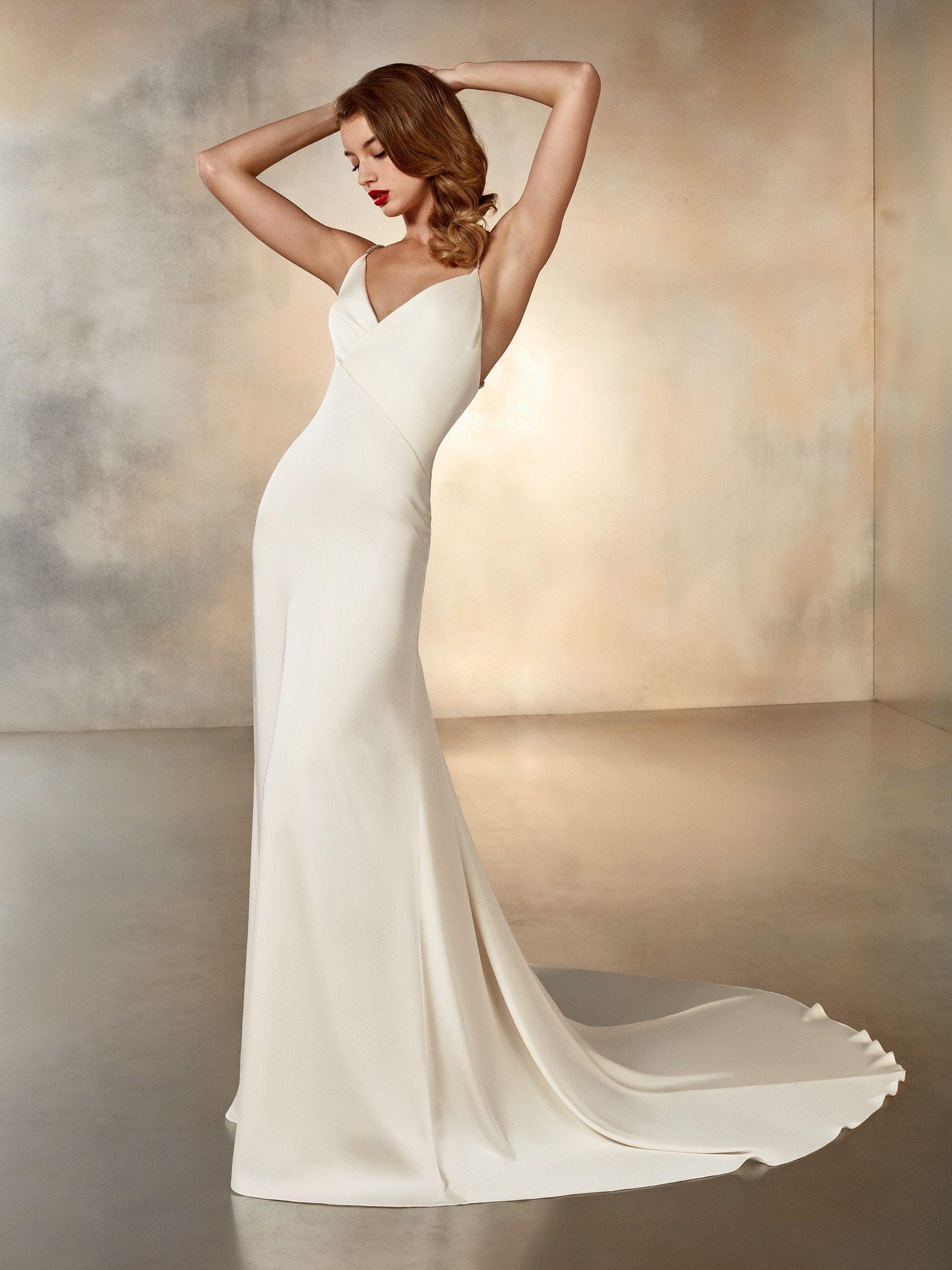 Crepe Mermaid Wedding Dress V Neck Wedding Dress Spaghetti Strap Wedding Dress In 2021 Pronovias Wedding Dress Silk Wedding Dress Pronovias Bridal [ 2255 x 1691 Pixel ]