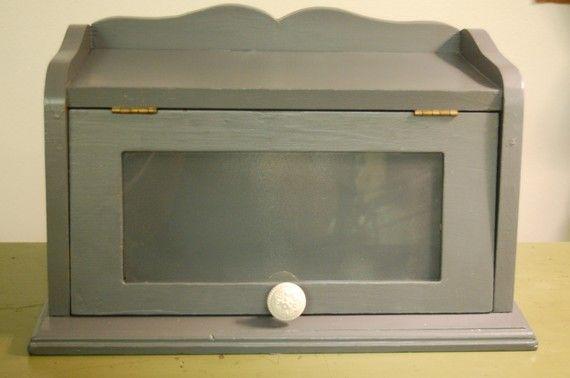 I want a breadbox! We had one when I was a kiddo ...