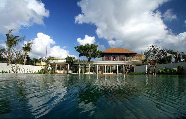 ON AN ISLAND: Kayu Aga House in Bali. 4/13/2012 via @Freshome