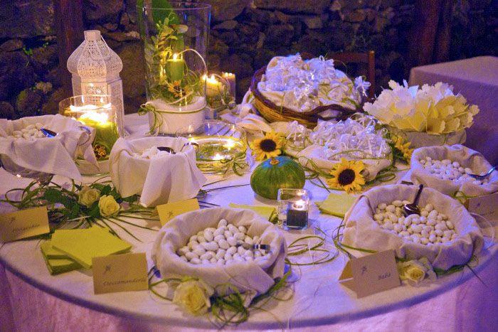 Allestimento Confettata Matrimonio Serale Con Girasoli E Confetti Vario Gusto Girasoli E Rose Alberi Nozze Bomboniere Di Nozze