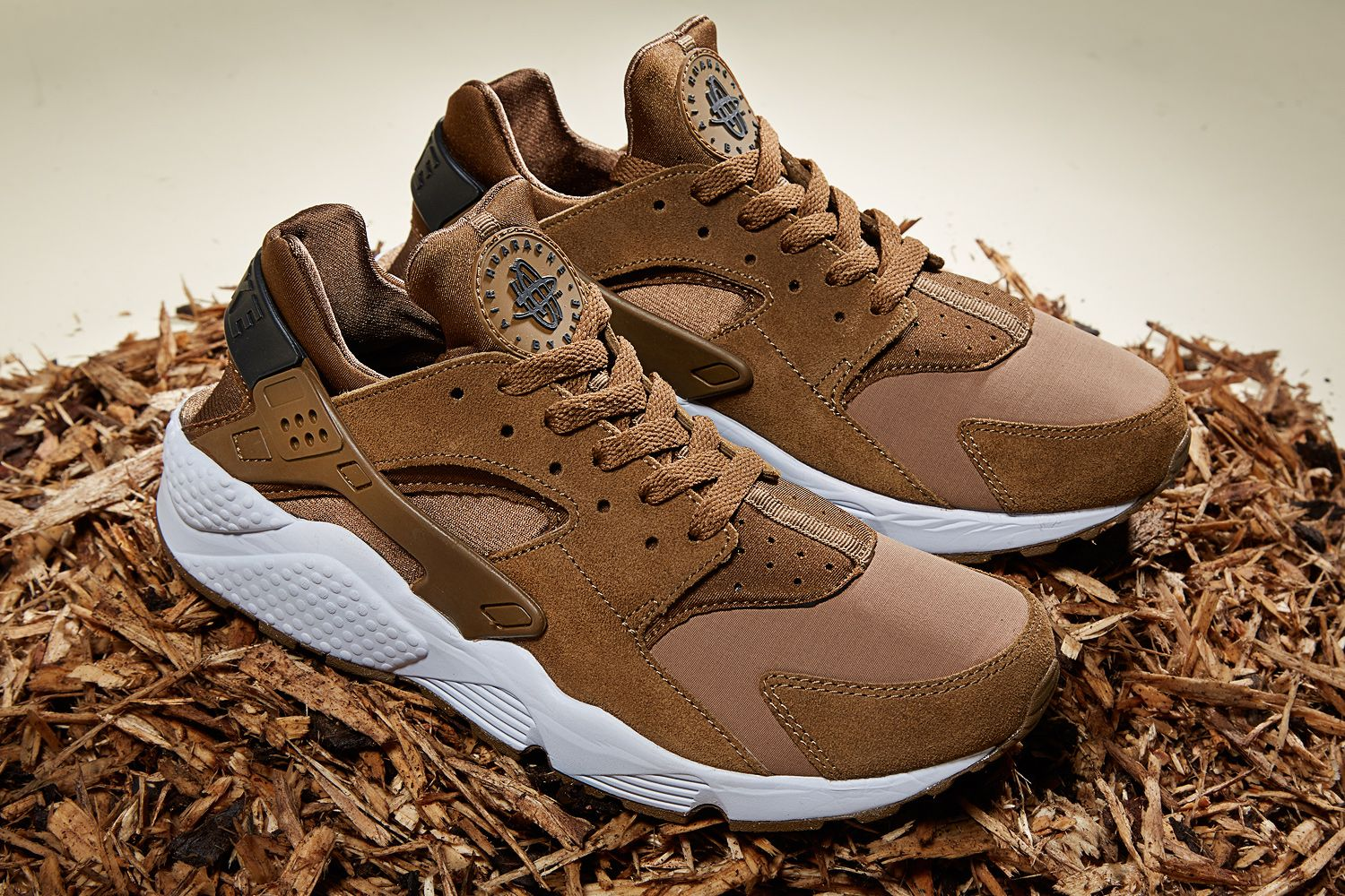 new style 5d7a9 175e7 Nike Air Huarache – 'Umber Brown' & 'Dark Grey' launching ...