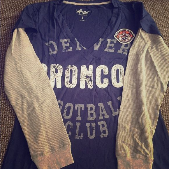 L/S T-Sleeve NFL Denver Broncos shirt. L/S, v-neck Denver Bronco t-shirt. G-III 4Her Tops Tees - Long Sleeve