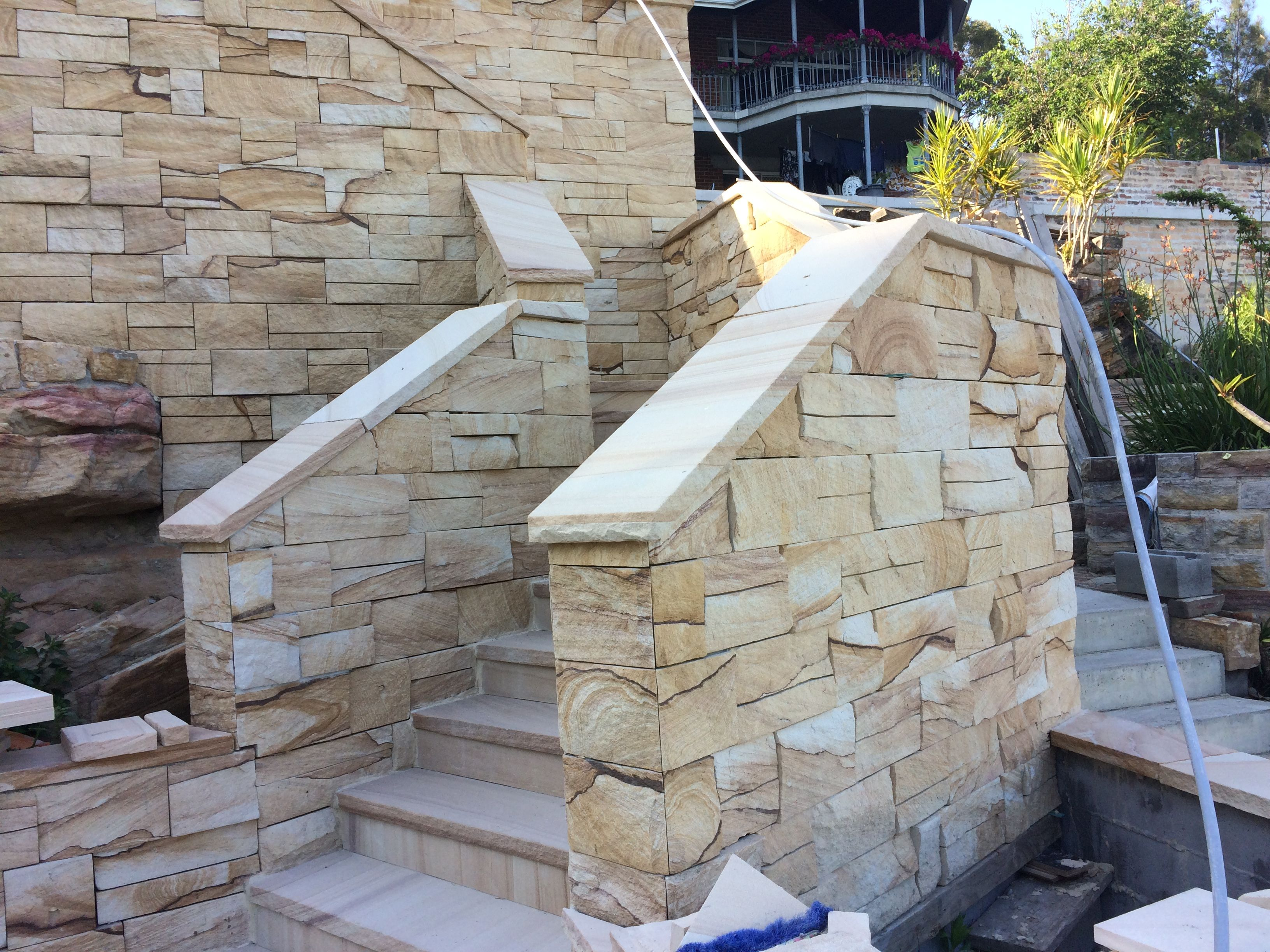 Kirra Banded Stone Cladding Stone Capping Sandstone Steps Paving Stone Aussietecture Australiansandston In 2020 Natural Stone Wall Stone Cladding Paving Stones