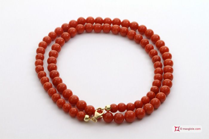 Extra Red Coral Necklace Dark Color round 5½-6mm in Gold 18K Collana Corallo rosso Extra Dark Color pallini 5½-6mm in Oro 18K http://www.maxgioie.com/shop/extra-red-coral-necklace-dark-color-round-5%C2%BD-6mm-in-gold-18k
