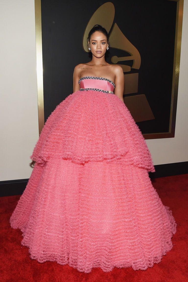 How Rihanna Chose Her Grammy\'s Dress   Vestidos bonitos, Vestidos ...