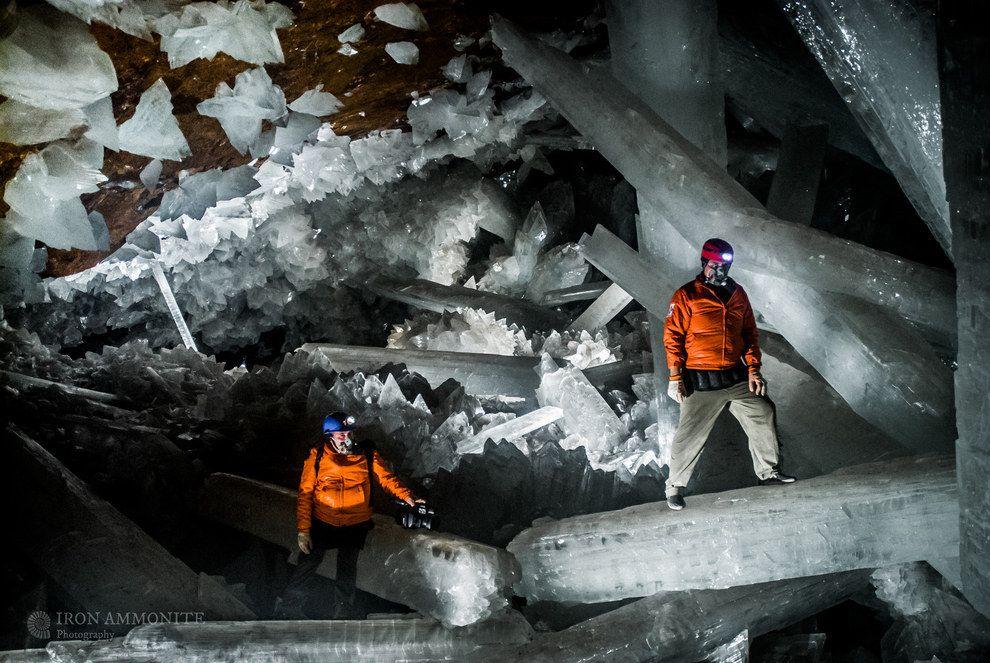 今までに発見されている最大の天然の水晶のいくつかは、メキシコのナイカ炭坑の下にある「水晶の洞窟」の中で、熱水流体により形成されたものである。