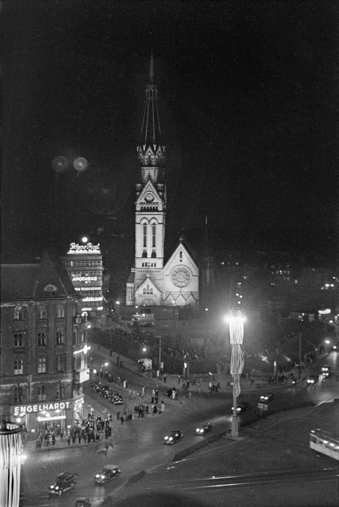 1937 Der Naechtliche Alexanderplatz Mit Der Georgenkirche Berlin Geschichte Historische Fotos Berlin Alexanderplatz