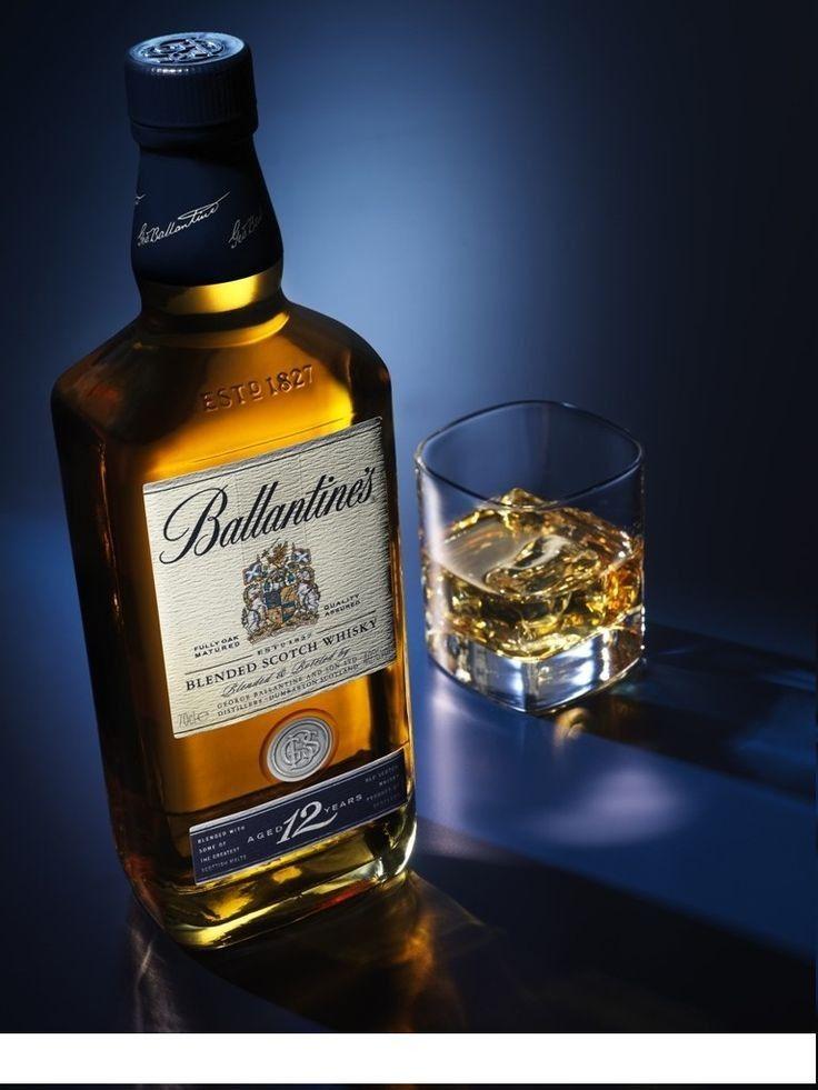 Deze Whisky Vindt Zijn Oorsprong In 1827 Ballantines 12 Year Old Is Een Complexe Volronde Whisky Met Een Romige Structuur Sam Alkogol Fotografii Vina Viski
