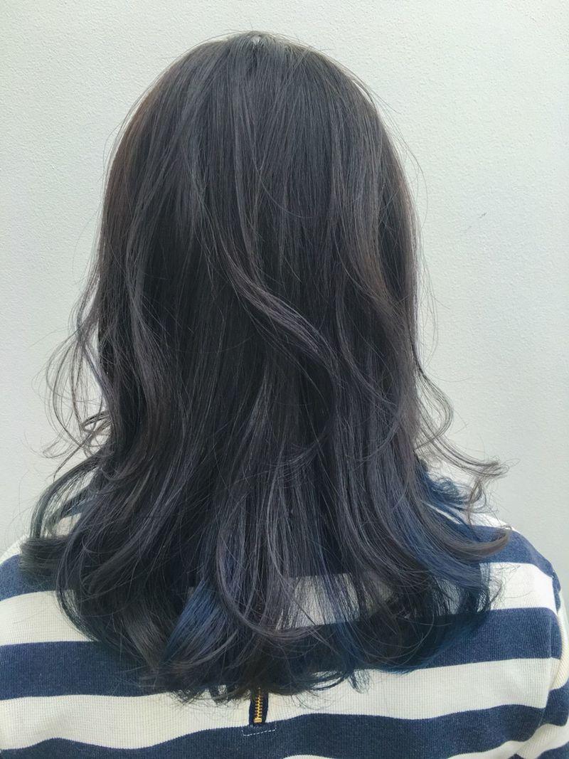 ヘアカラーは ネイビーブルー 暗髪色 透明感がこっくりかわいい
