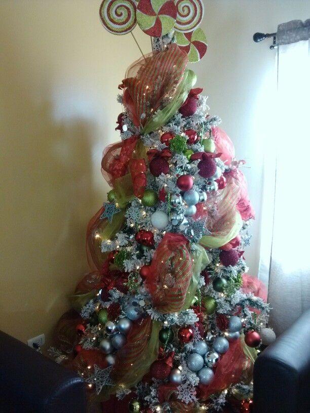 Pino nevado decorado en rojo verde y plateado hazlo tu - Decoracion arboles navidenos ...