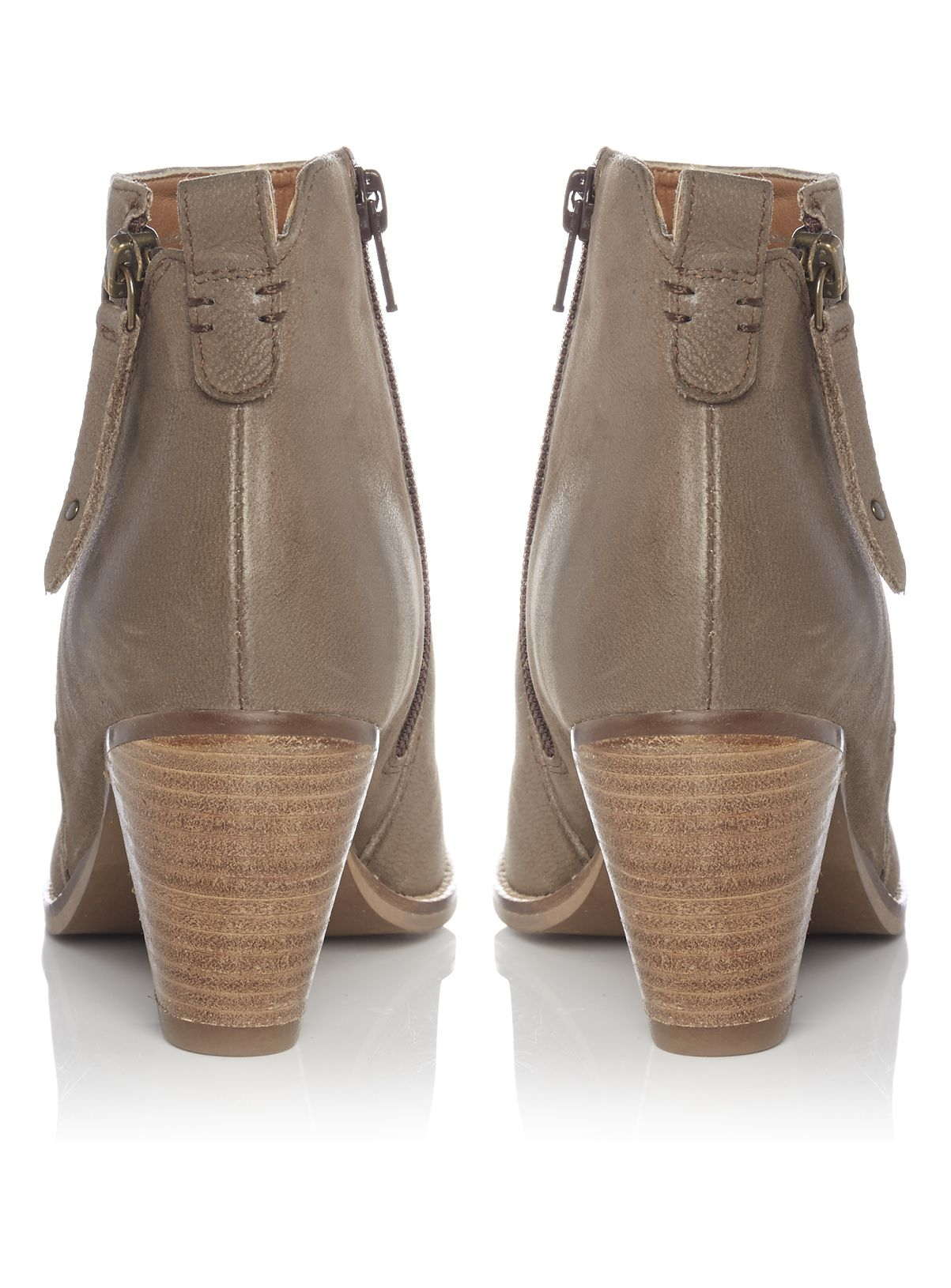 Meticulously crafted from leather, these ankle boots are versatile and timeless…