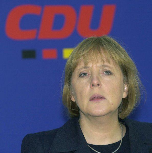 Angela Merkel 2001 Das Erste Jahr An Der Spitze Ist Gepragt Von Versuchen Merkel Angela Merkel Chefin