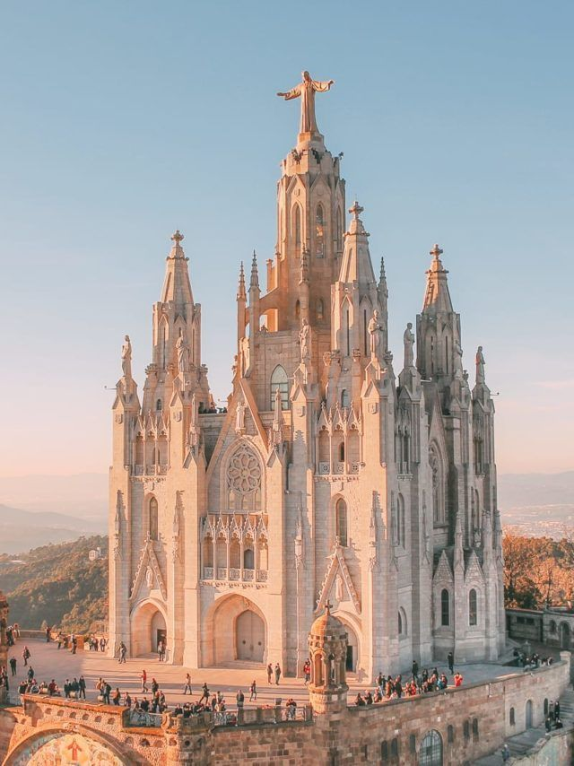 25 Best Things To Do In Barcelona, Spain (14) Spain Travel Destinations | Spain Family Friendly | Travel with Kids in Spain | Spain Vacation | Europe | Bucket List | Wanderlust #travel #familytravel #familyvacation #travelwithkids #bucketlist #wanderlust #Spain #Europe #exploreSpain #visitSpain #seeSpain #discoverSpain #TravelSpain