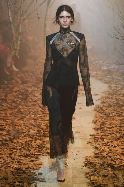Off-white Autumn/Winter 2017 Ready to Wear Collection | British Vogue