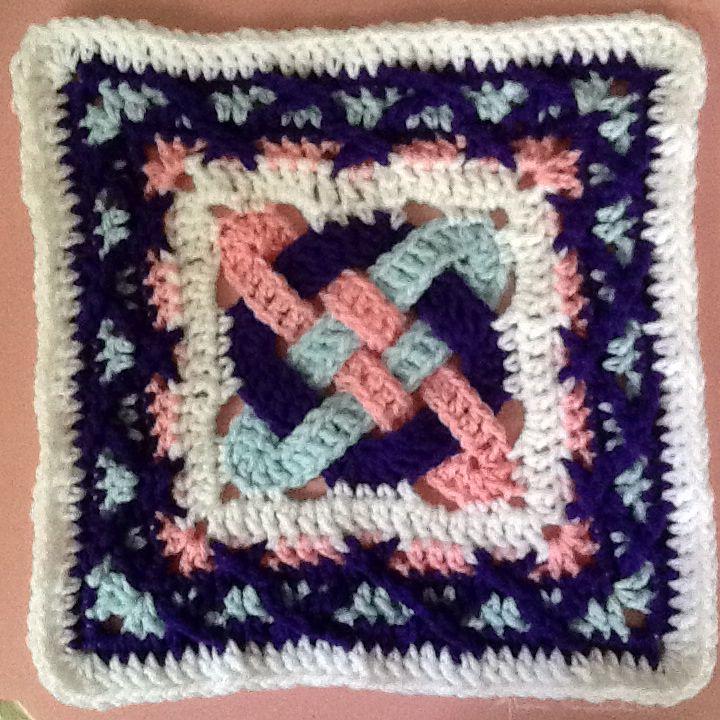 Celtic Knot in Kiss-Fist   Crochet blankets   Pinterest   Celta ...