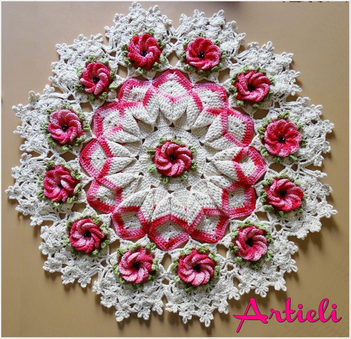Tapete ou toalha de mesa com flores tapete em croche for Tapete mesa