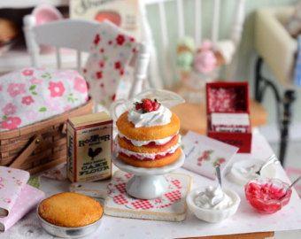 Miniatura para Casa de Muñecas Hecho a Mano Limón Pastel con Fresas