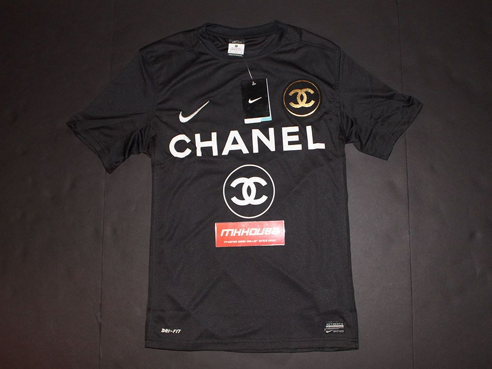 detailed look 402f4 04bd1 Details about New Nike x Chanel Coco Customized Soccer ...