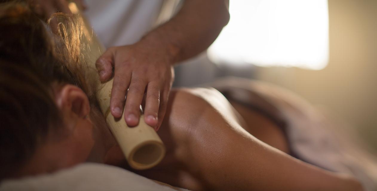 Masaje relajante con bambú. Wellness bambu massage #ama #islantilla #andalusia #andalucía #hotel #luxury #lujo #resort #spa