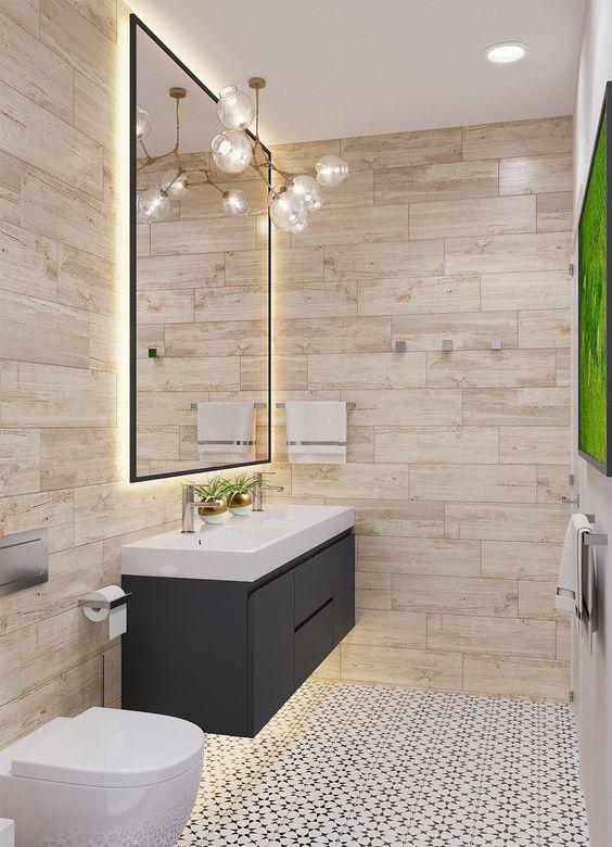Salle de bain chaleureuse avec meuble blanc et noir suspendu grand miroir carrelage graphique - Carrelage mur salle de bain ...