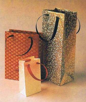 Gift bag papercraft - lots of templates here.  make these bags for Spring Arts shoppers