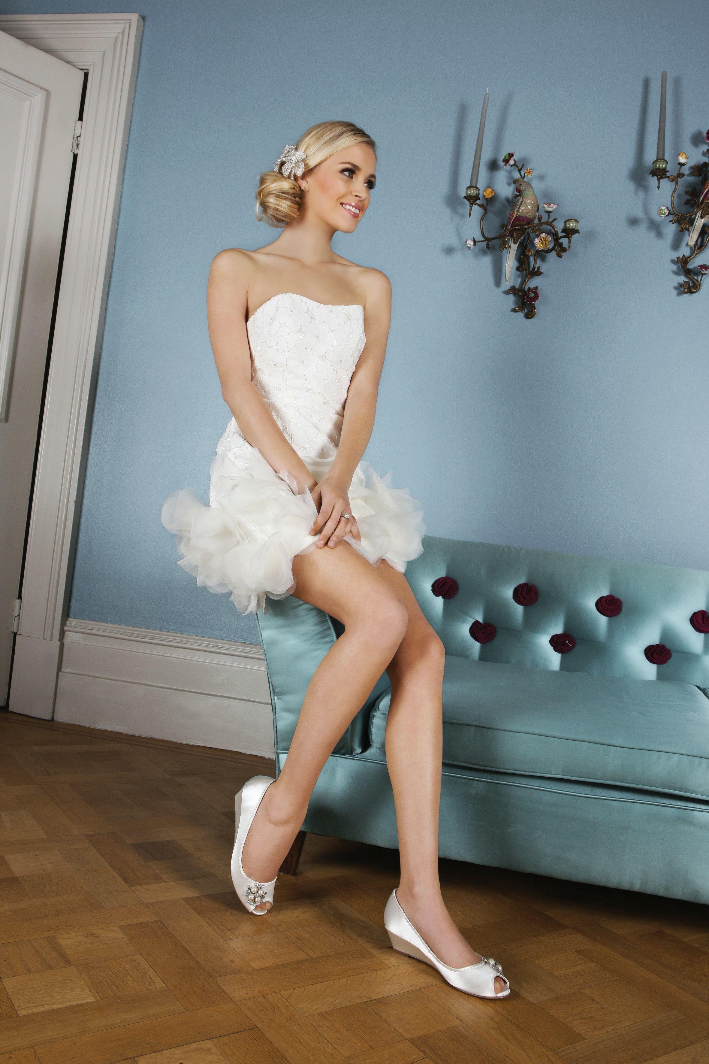 weddingshoes #trousseaubridalshoes #bridalshoes Frosting wedding ...