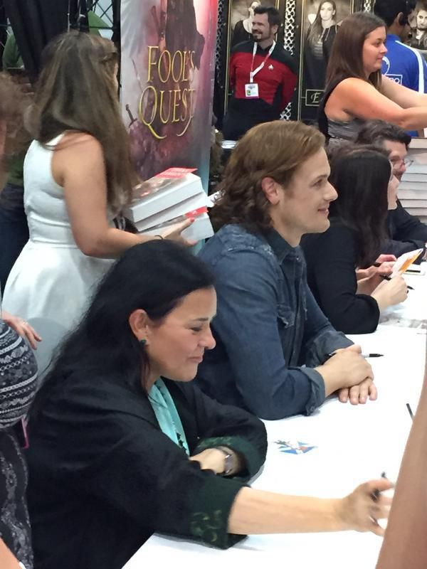 Fan Pics of Sam Heughan, Caitriona Balfe, Diana Gabaldon, Maril Davis and Ron D. Moore at the Outlander Signing at SDCC | Outlander Online