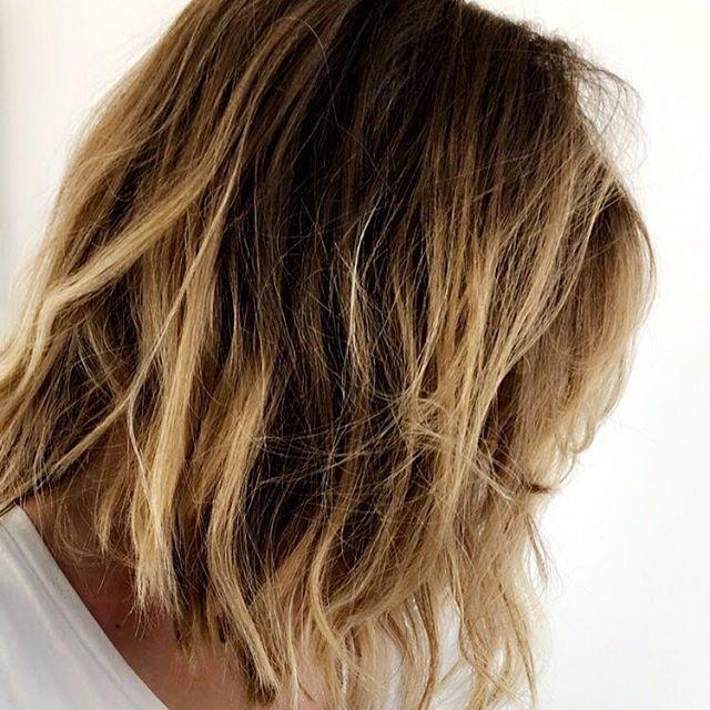 Cheveux blonds , effet soleil , Réalisé par notre salon partenaire Raphaël  Perrier Paris