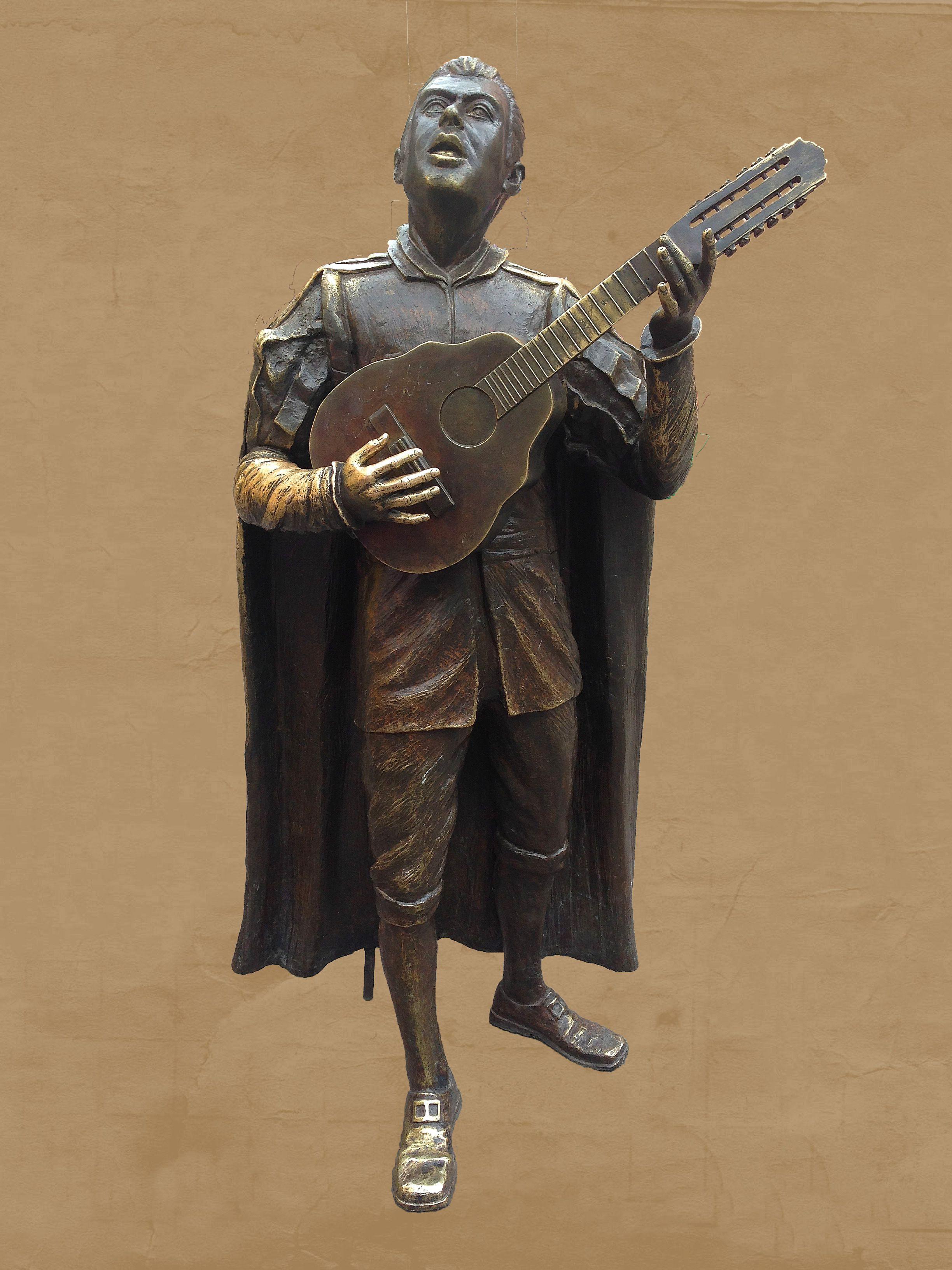 La Tuna, Estatua.  Escultura de un Tuno, frente al atrio del Templo de San Diego de Alcalá, muy cerca del Teatro Juárez. Representa a los integrantes que conforman las Estudiantinas.