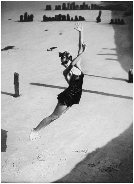 Jump! Pamela Minchin, 1939. Photo Norman Parkinson