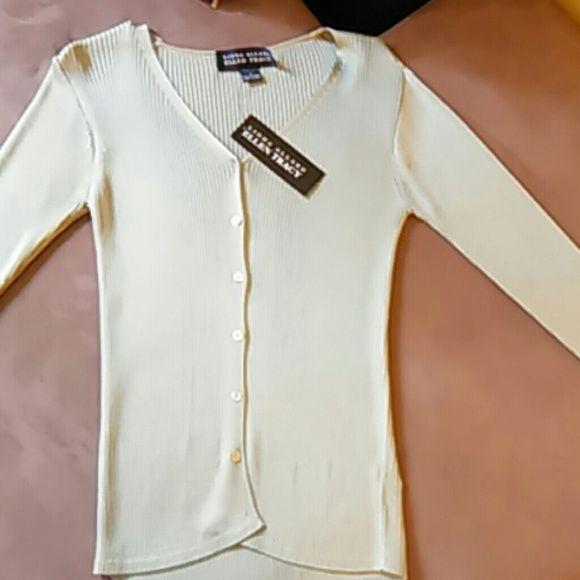 NWT Linda Allard Ellen Tracy Green long sleeve NWT, long sleeve green dress shirt, shirt tag loose (see pics), never been worn! Ellen Tracy Tops Button Down Shirts