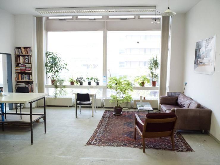 helles, großes wohnzimmer in berliner loft #berlin #loft, Wohnzimmer