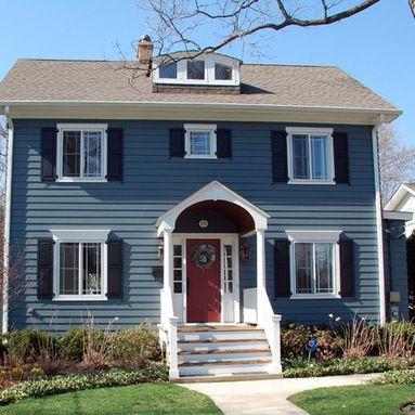 Red Door Navy Siding Colonial House Exteriors Colonial Exterior