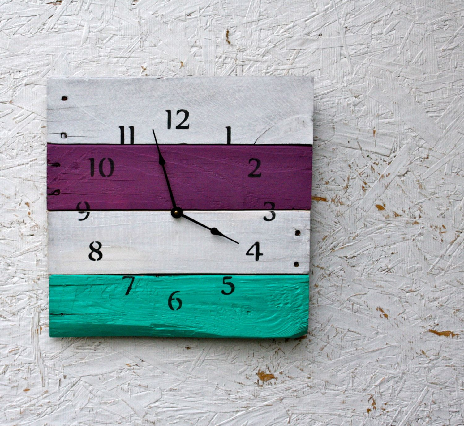 Pallet wood clock. Reclaimed recycled Reborn. by terrafirma79, $45.00