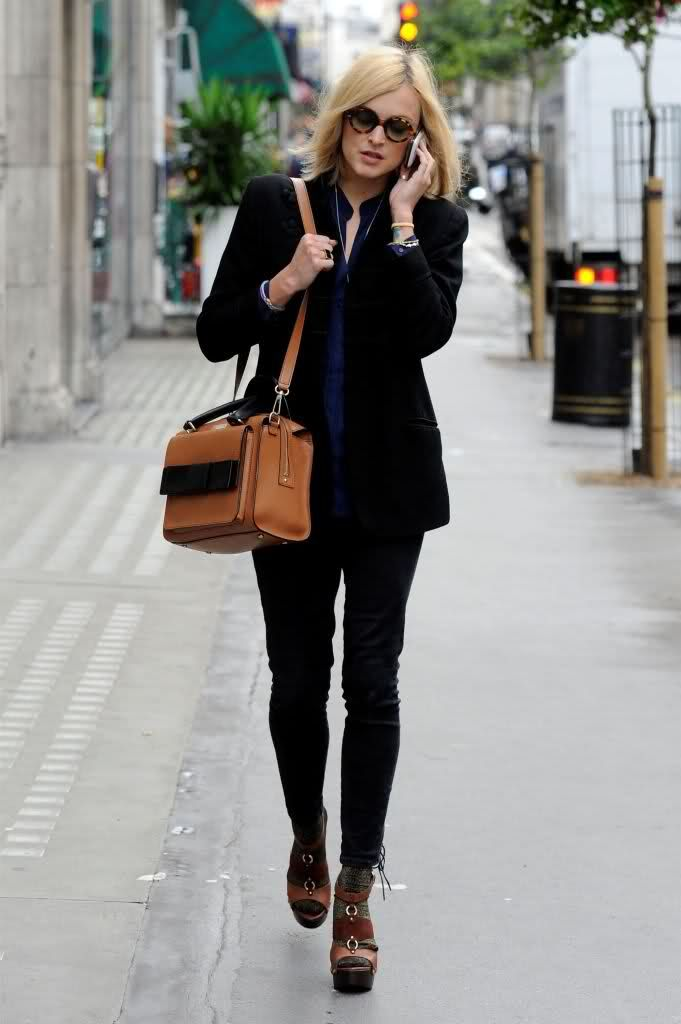 Fearne Cotton black blazer and jeans with tan satchel bag | Fearne ...