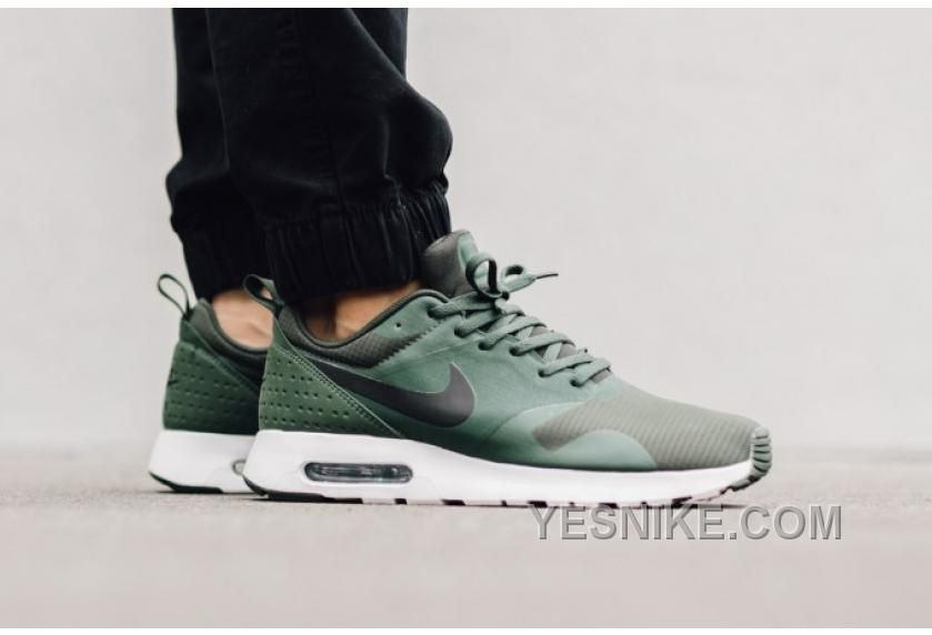 best website fac9e 2bfd7 Soldes Tres Amorti Nike Air Max Tavas Homme Carbon Vert Blanche Baskets  France, Price: $88.00 - Nike Shoes, Air Jordan shoes