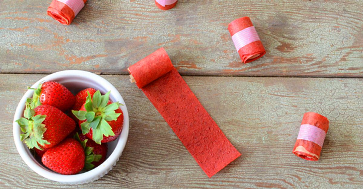 Vegan Strawberry Lemonade Fruit Roll Ups - https://veryveganrecipes.com/vegan-strawberry-lemonade-fruit-roll-ups/