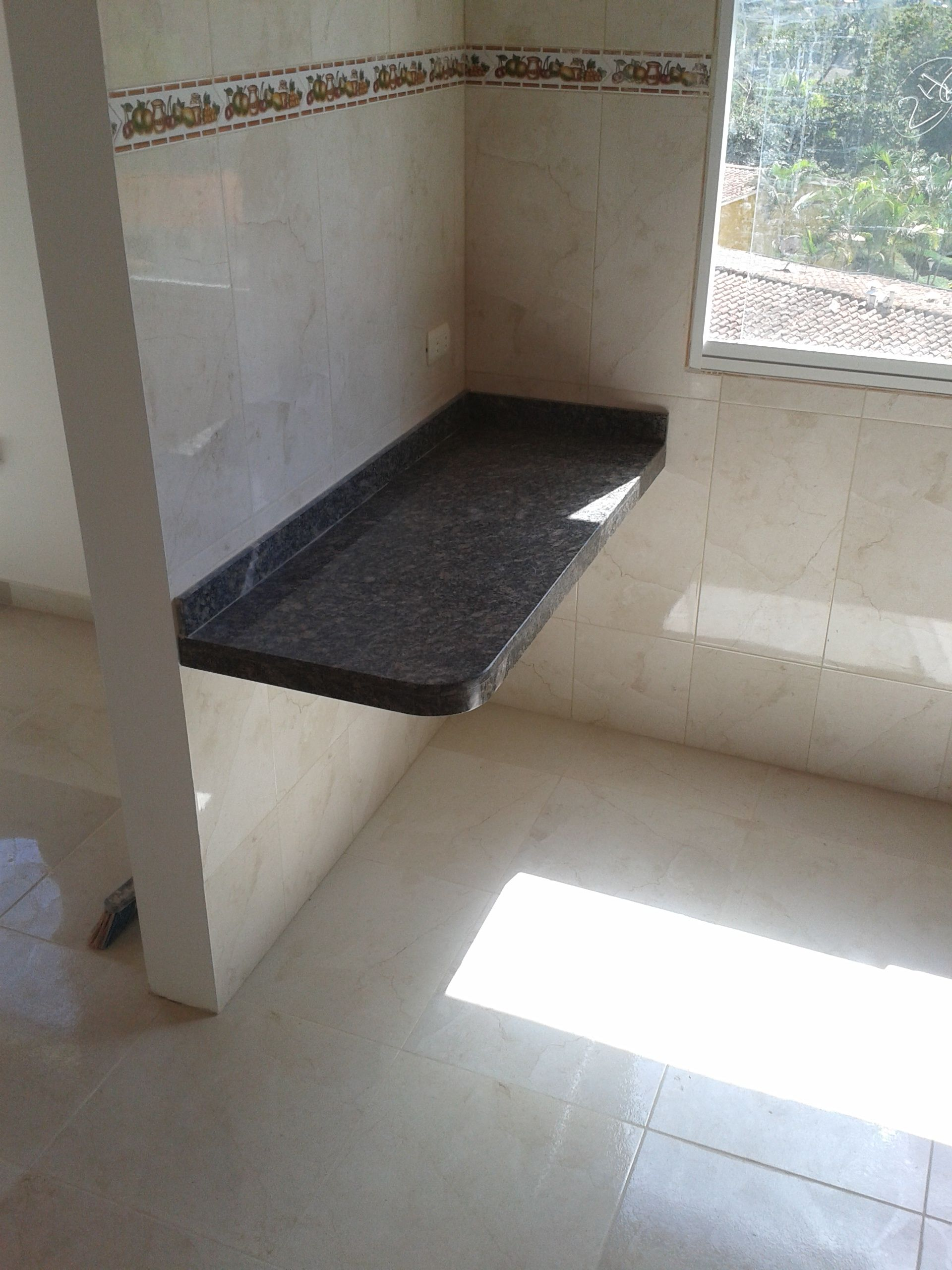 Mes n a reo con base de concreto armado y tope de granito for Armado de cocinas