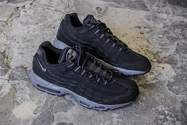 black air max 95 with white sole