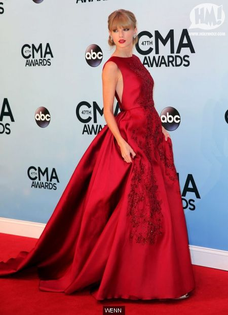 Taylor Swift-2013 CMA Awards Dresse | CMA Awards red carpet pics. Taylor Swift's dress and who's grabbing ...