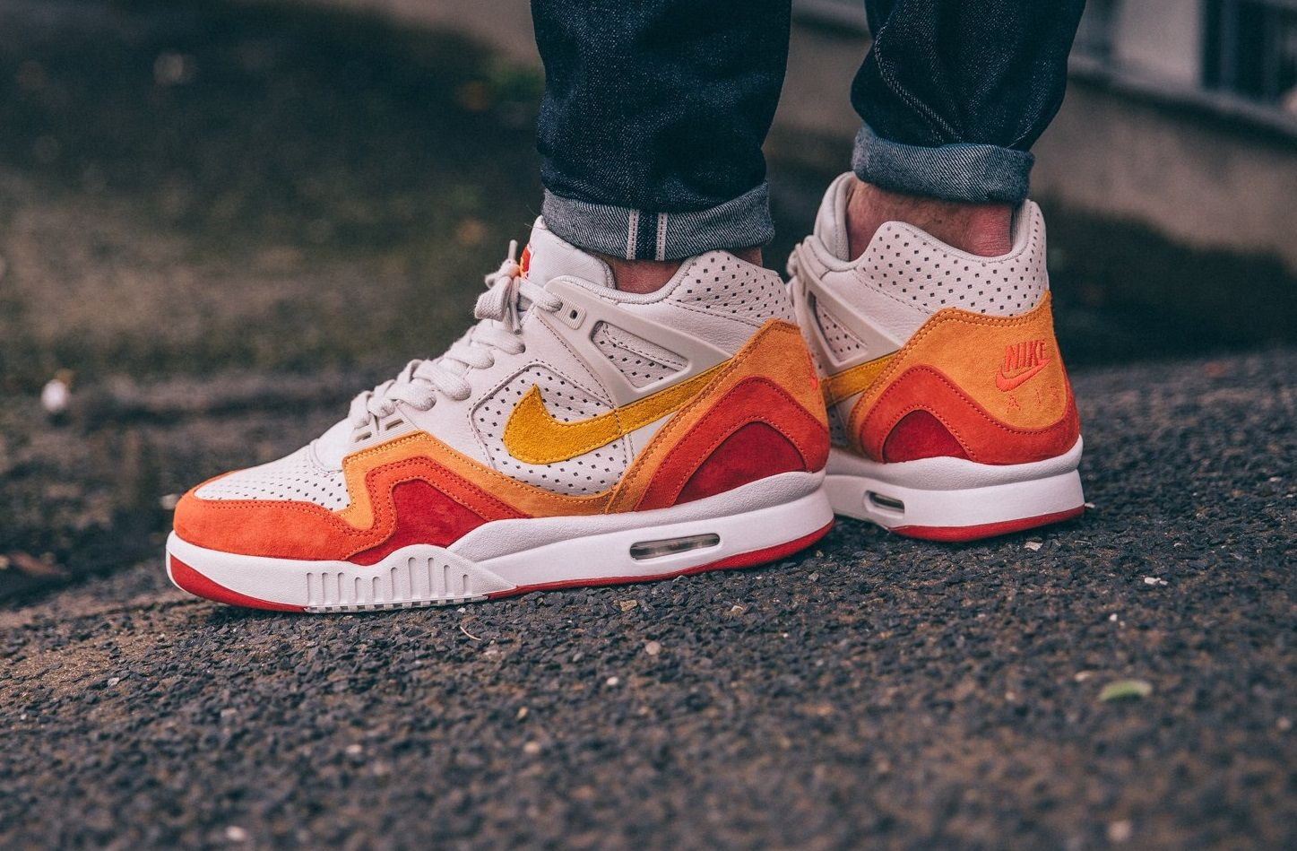 Nike Air Tech Challenge II QS Light Bone/Laser Orange | concrete.nl