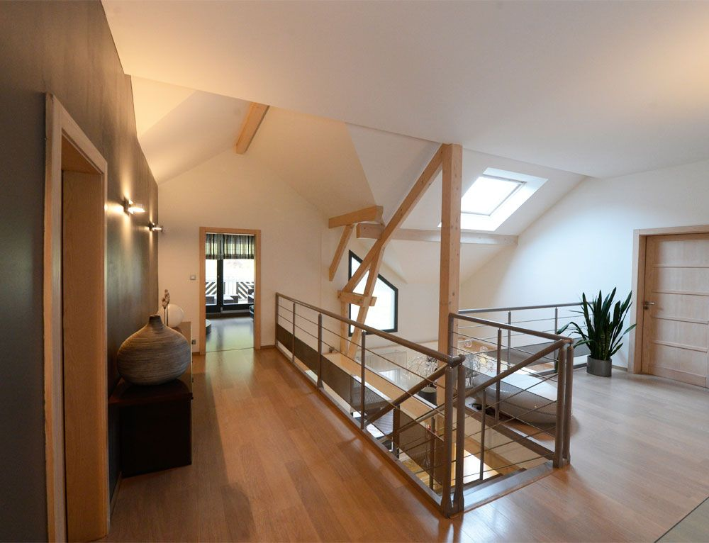 Maison d 39 architecte bois avec charpente apparente nos for Photo en interieur