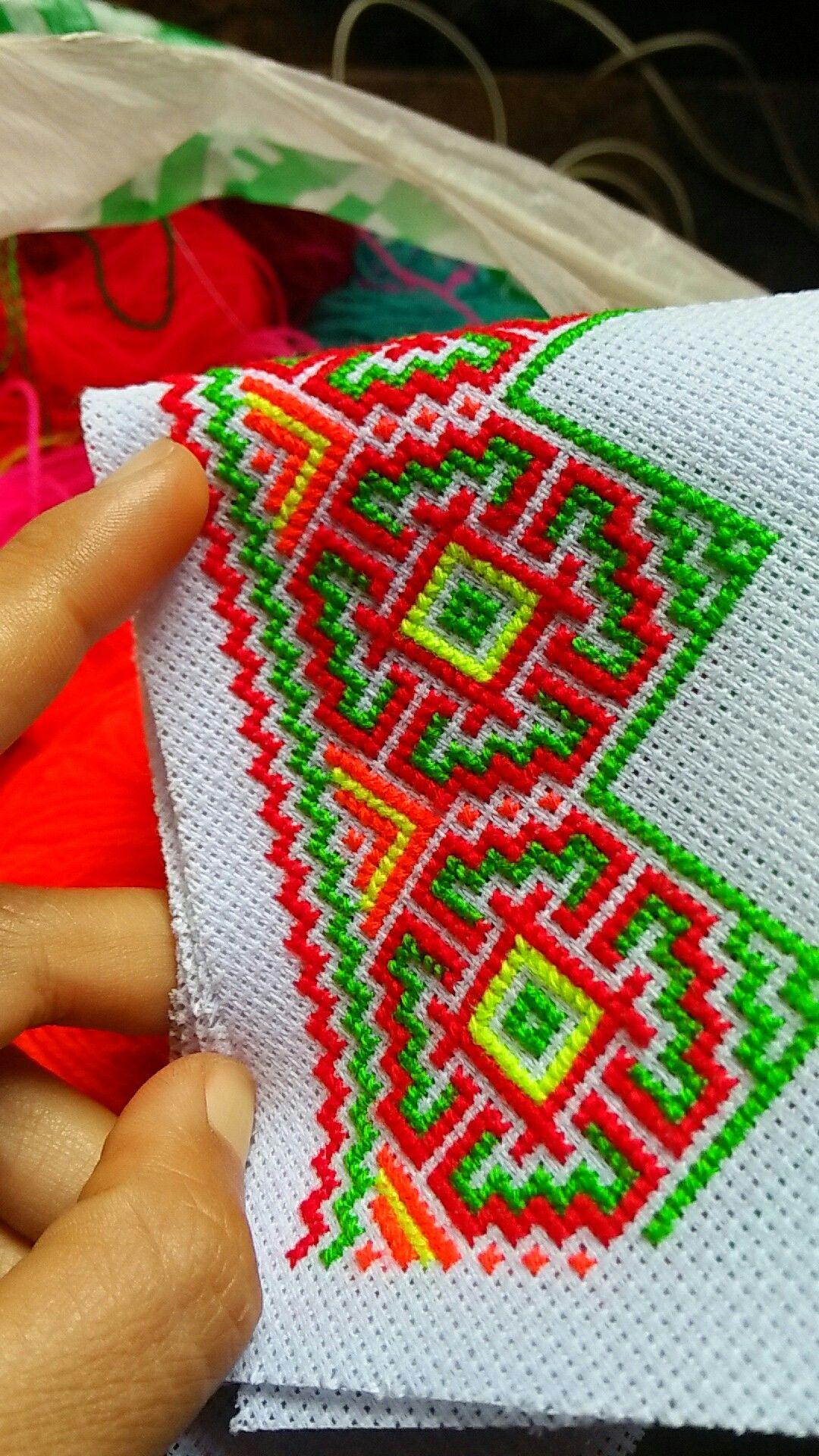 Green And Red Tone Puntos De Bordado Punto De Cruz Geométrico Grecas Punto De Cruz