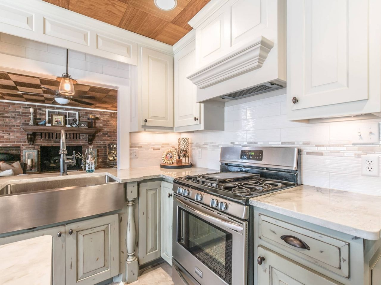 Project By East Coast Granite Marble In Columbia Sc This Stone Is A Sea Pearl Quartzite Visit U Kitchen Countertops White Modern Kitchen Countertops